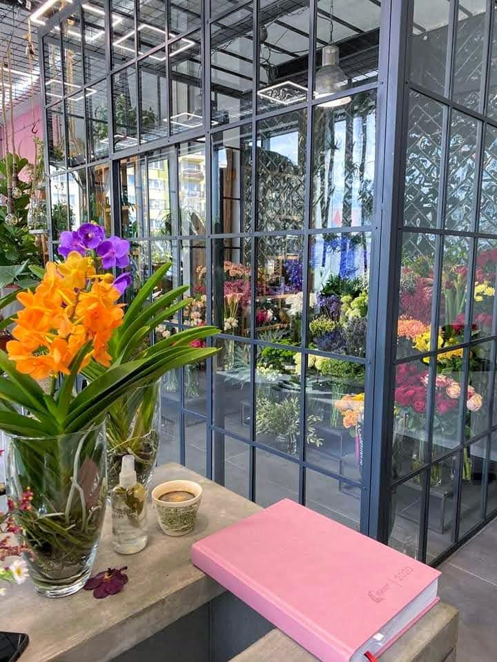 Chłodnia w kwiaciarni zapewni idealne warunki dla kwiatów ciętych i bukietów.